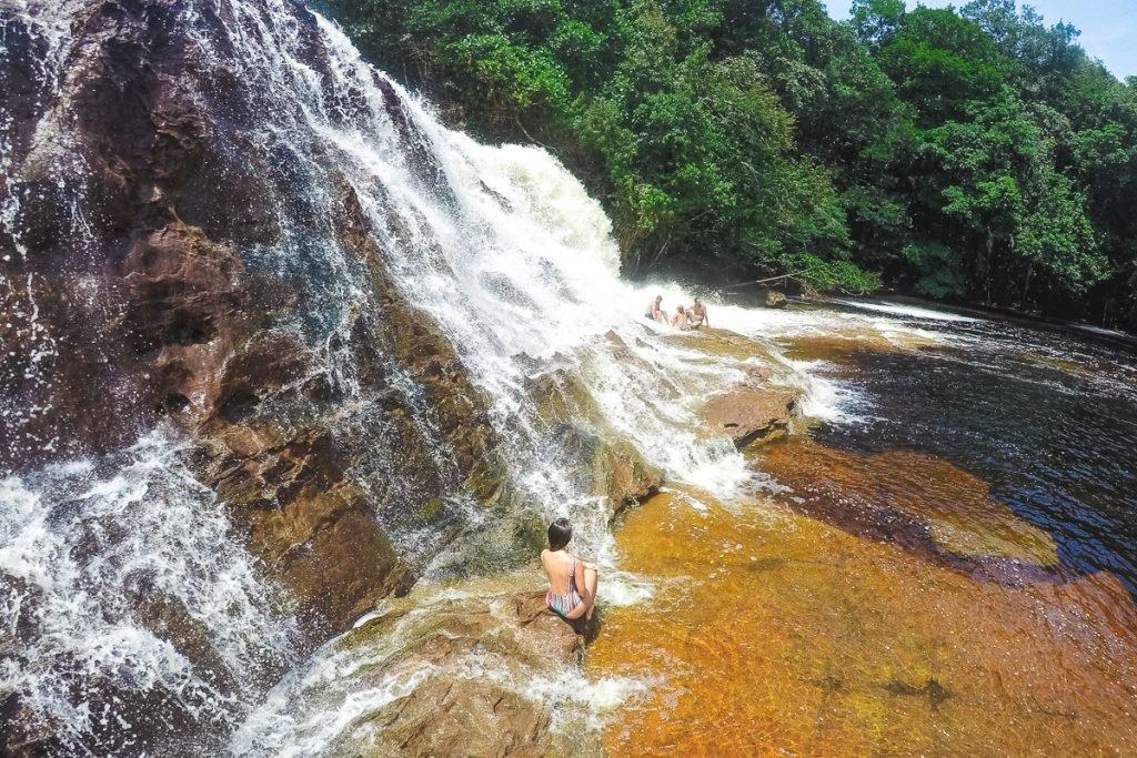 Pandemia no mundo: O Complexo Turístico Iracema Falls é um parque com uma das maiores cachoeiras da região, está situada no km 115 da rodovia BR-174. Lá o turista percorre uma trilha de 4 km até o estacionamento. Há cobrança de taxas.