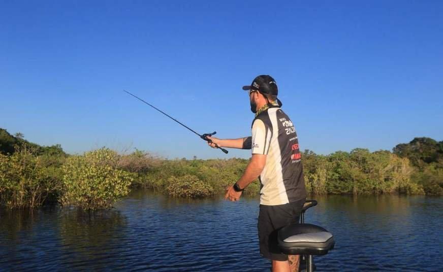 """La práctica de """"pescar y soltar"""", como se le conoce, además de proporcionar una gran aventura en los ríos del centro de la selva, no causa la muerte de parte de las especies que viven allí, ya que esta práctica devuelve los peces al río."""