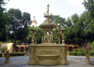 The Fountain - or Matriz Square Fountain - was made of cast iron by the firm Sun Foundry, from Glasgow / Scotland. The composition of the artwork contains a hexagonal basin with six sculptures distributed at each vertex. In addition to having a main sculpture with a vase on its head and several detailed details that can be observed.