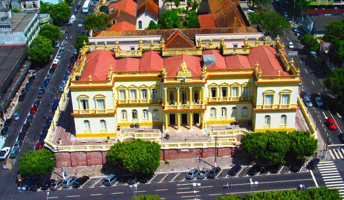 Al igual que otros monumentos, el Palacio de Justicia representa un período histórico en la ciudad de Manaus / AM, un período de fortalecimiento de la ciudad para que los extranjeros puedan aprovechar su riqueza natural.