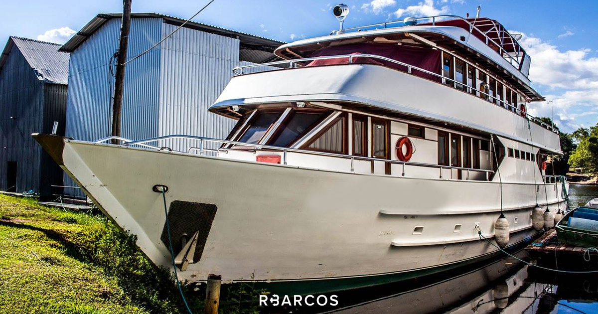 On our platform you will find boats of different models such as boats, yachts, sailboats, speedboats and schooners of different sizes and capacity of sailors (you and guests), according to your need. Without worrying about having the license to pilot the vessel (the commander and, if necessary, the crew are included).