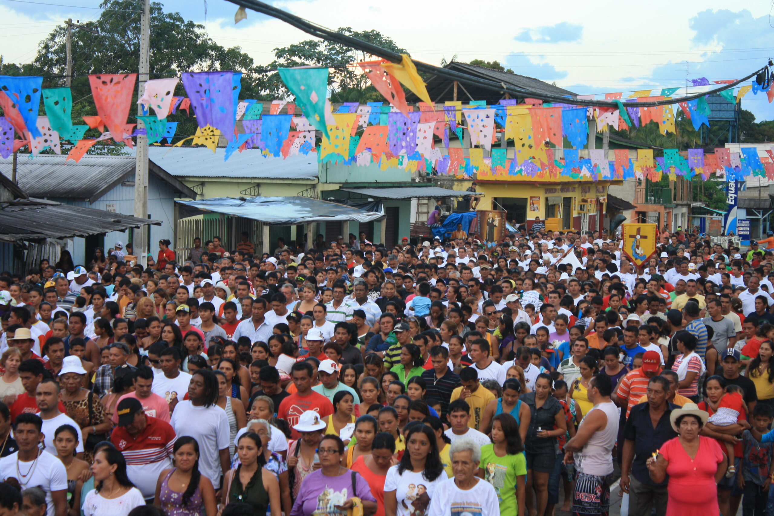 The Santo Antônio festival, in the municipality of Borba, is also a popular cultural event. Many tourists go to thank the saint and make their vows of devotion, for that, they use boats or hotel boats as a means of transport to reach the long awaited event.