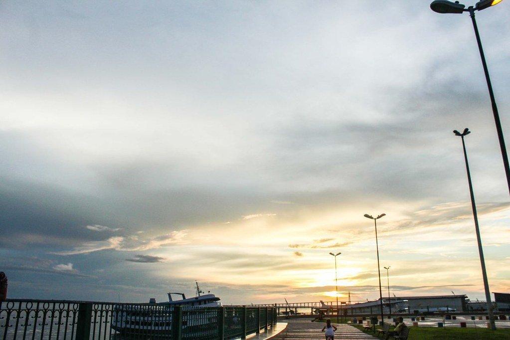 Passeios Manaus: O Parque Rio Negro oferece uma visão encantadora e momentos incríveis. É possível deslumbrar o Rio Negro que percorre na Orla do Parque, assim como visualizar o monumento histórico Miranda Corrêa e olhar o pôr-do-sol deleitando-se atrás da ponte.