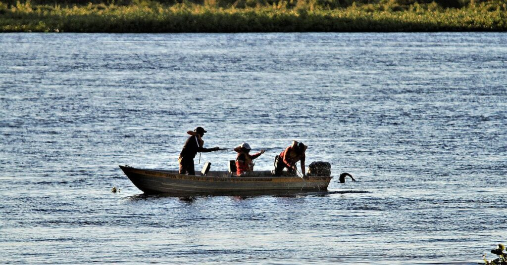 Sport fishing tourism has been increasingly sought after in Brazilian territory, as it is a country that has diversified natural wealth and, mainly, because it is bathed by rivers that end up drawing the attention of many foreigners to the practice of sports.
