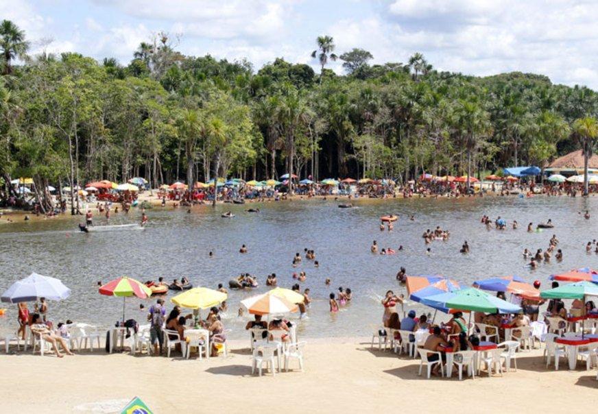 O Balneário Municipal de Rio Preto da Eva fica localizado no início da cidade de Rio Preto da Eva, um local onde são realizados os principais eventos da cidade.