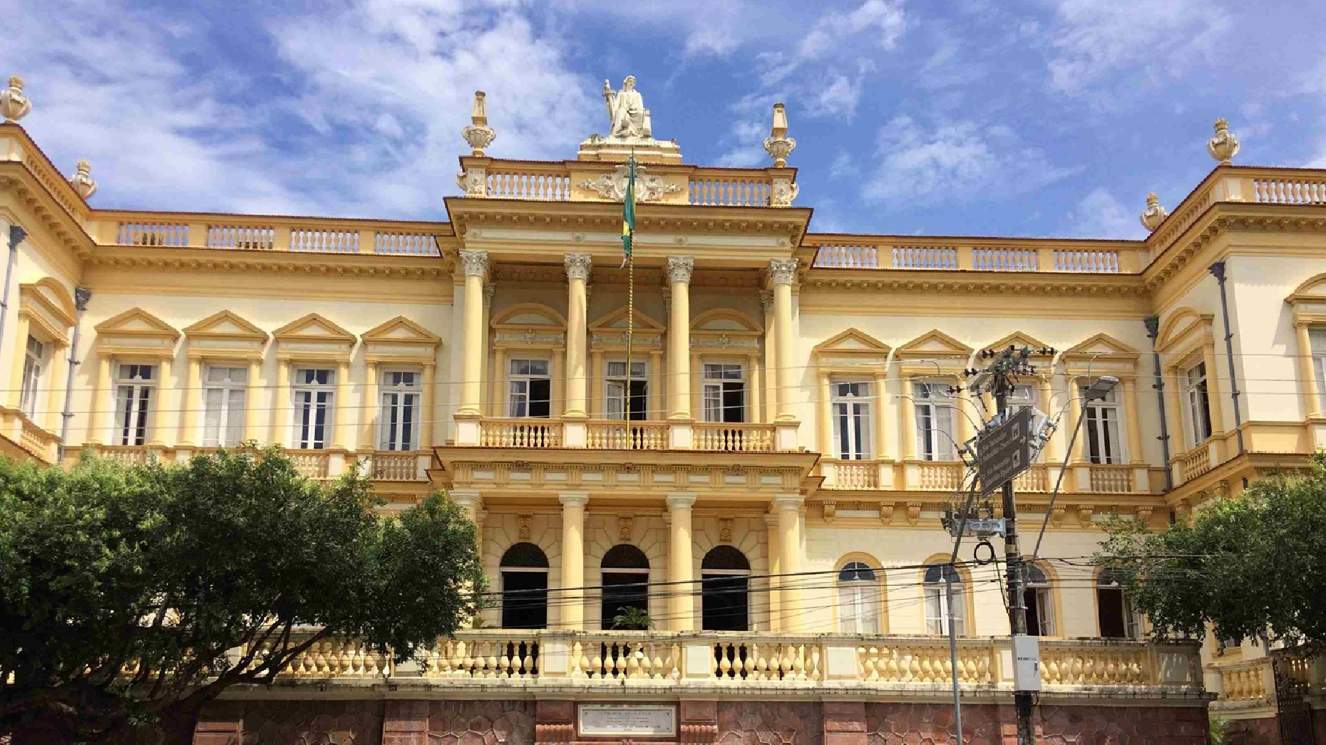 Tourist Attractions in Manaus: Built in the 19th century specifically to serve the facilities of the Judiciary of the State of Amazonas at the time, the Palace of Justice is located on Avenida Eduardo Ribeiro, facing the Teatro Amazonas.