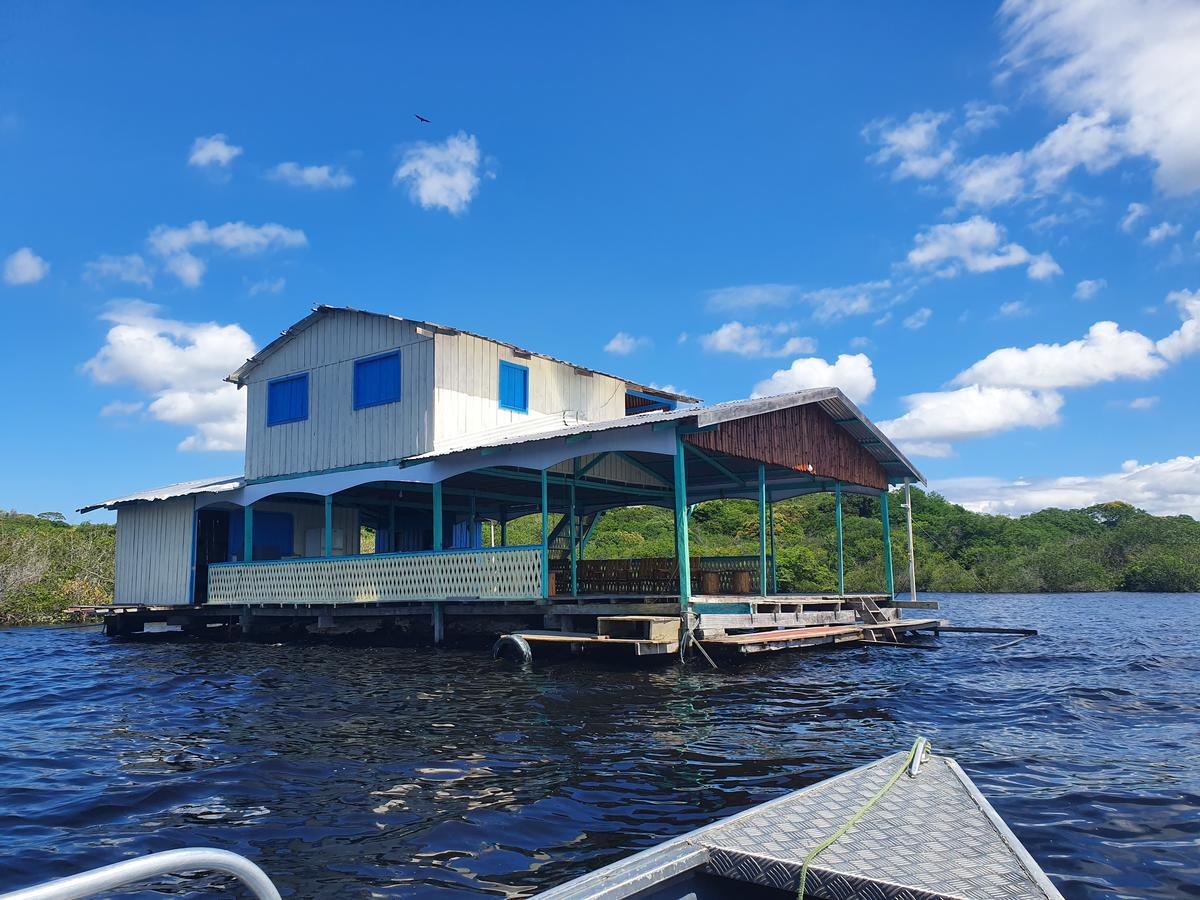 Unmissable tours in Manaus: near the site there are some floats that also have a good infrastructure.